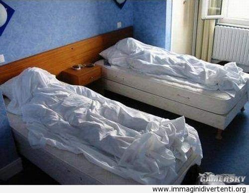 Hotel check-out lasciando la camera cosi immaginidivertenti.org