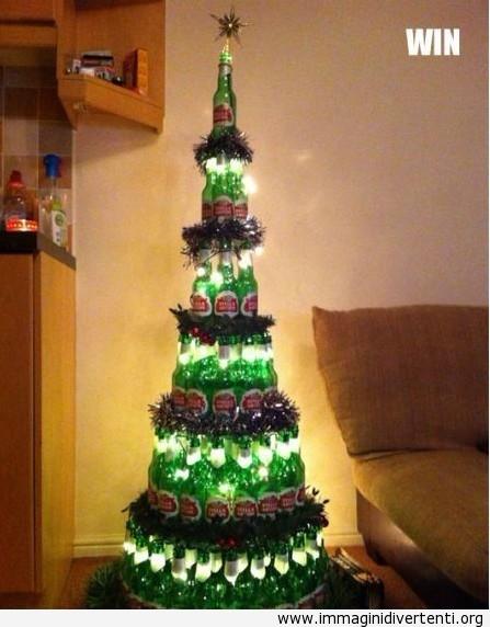 Albero di Natale fatto con bottiglie immaginidivertenti.org