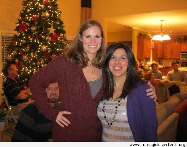 La foto è stata fatta alla festa di Natale, quando all'improvvisamente...