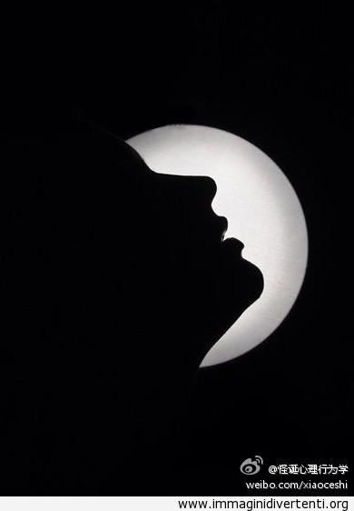 Di solito, le donne vedono prima la luna, e i uomini la faccia immaginidivertenti.org