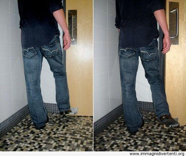 E' una grande invenzione per le porte del bagno immaginidivertenti.org