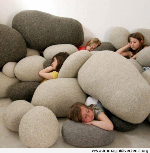 Cuscino con l'aspetto di pietra immaginidivertenti.org