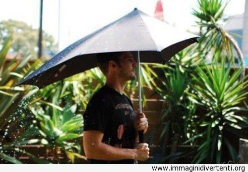 La gente che cammina dietro di lui sarà tutta bagnata, invenzione Fail immaginidivertenti.org