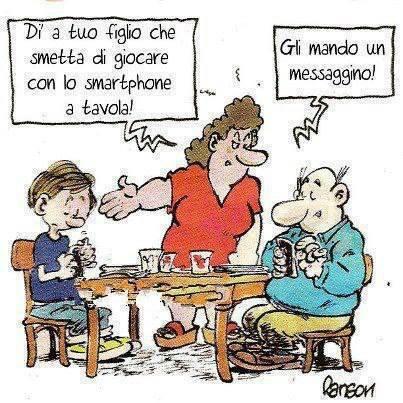Dì a tuo figlio che smetta di giocare con lo smartphone a tavola immaginidivertenti.org