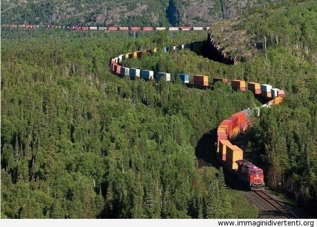 Lungo treno merci è incredibilmente lungo immaginidivertenti.org