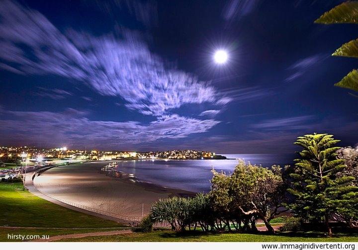 Super Luna sopra Bondi - Australia immaginidivertenti.org
