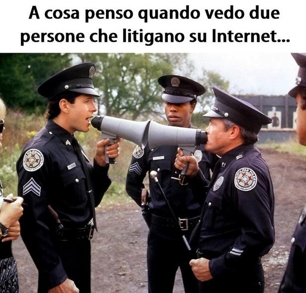 A cosa penso quando vedo due persone che litigano su Internet immaginidivertenti.org
