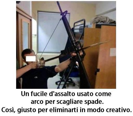 Un fucile d'assalto usato come arco per scagliare spade immaginidivertenti.org