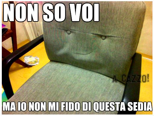 non-so-voi-ma-io-non-mi-fido-di-questa-sedia.png